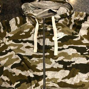 Worn once!! Amazing Nike camo hoodie!